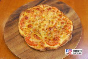 營養師不藏私食譜分享:番茄起司披薩。連麵糰也是自己手工製作的披薩!
